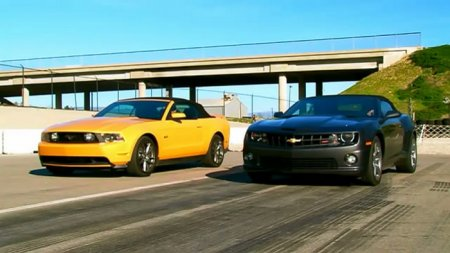 2011 Chevrolet Camaro SS Convertible vs 2011 Ford Mustang GT Convertible (видео)